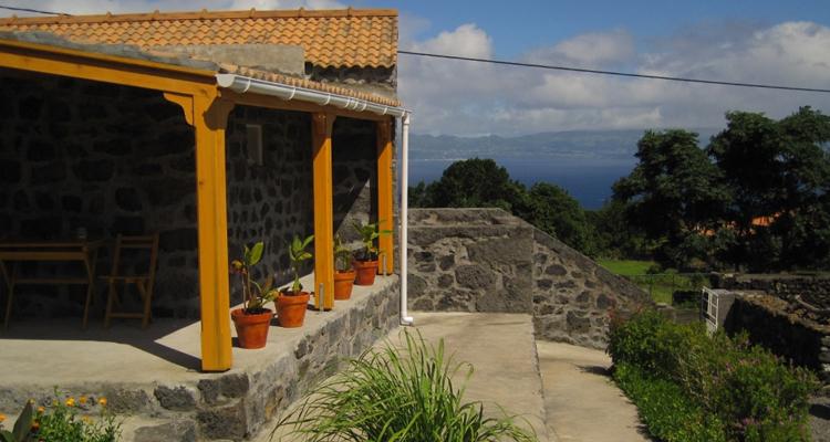 Casa das Pedras, Ribeirinha